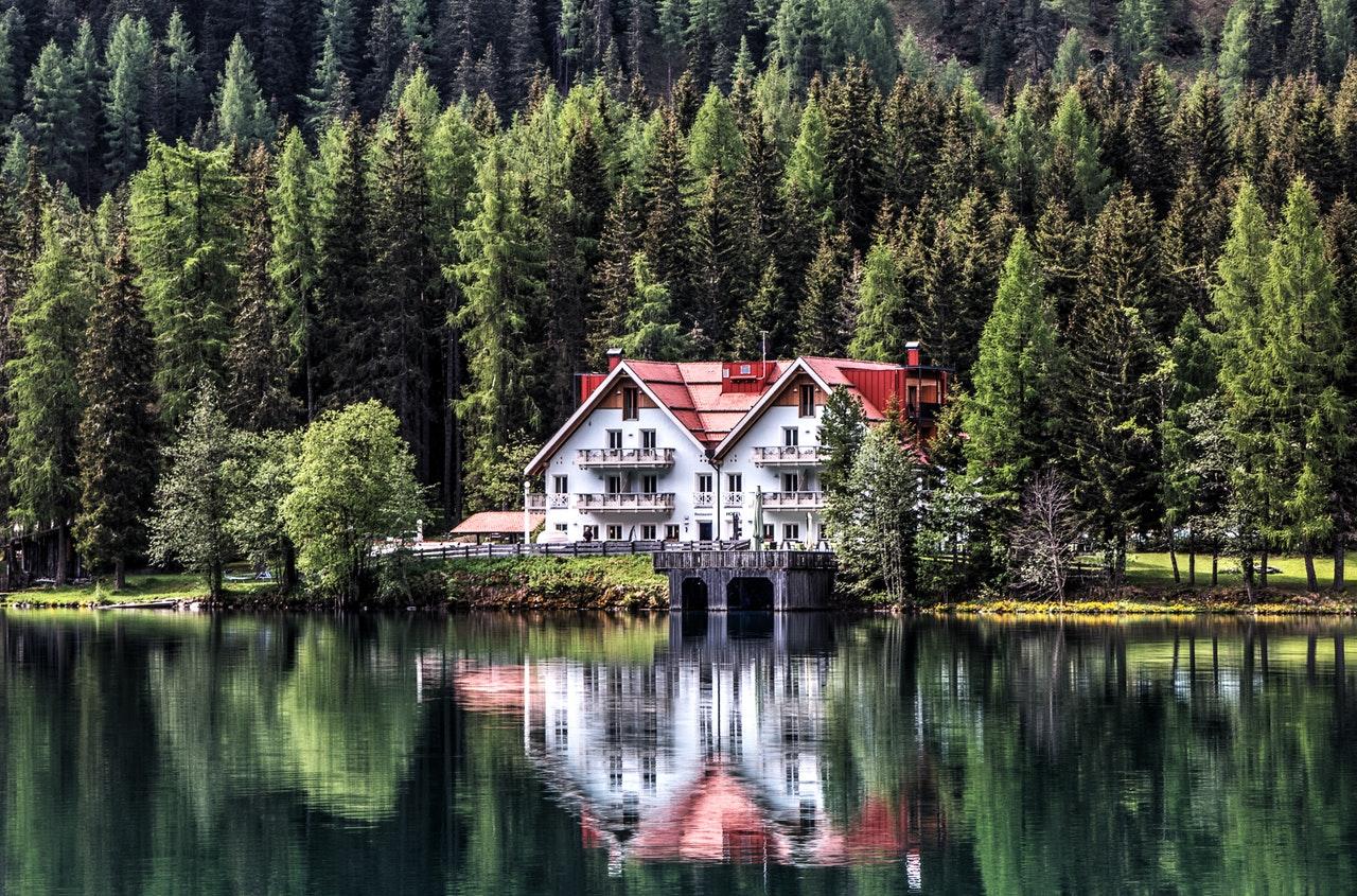 Ett pensionat vid en sjö
